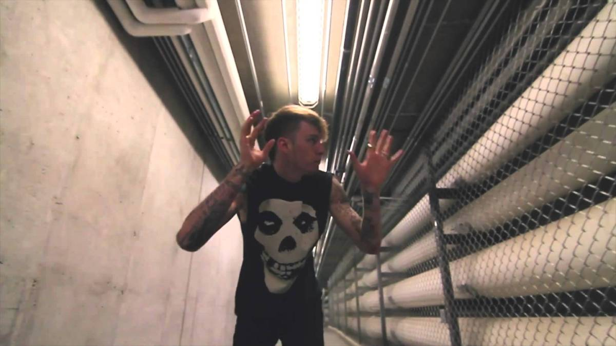 MGK – Breaking News | OFFICIAL VIDEO + DOWNLOAD LINK ...